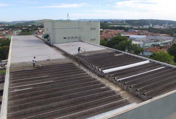 Telhado do Hospital Municipal passa por manutenção