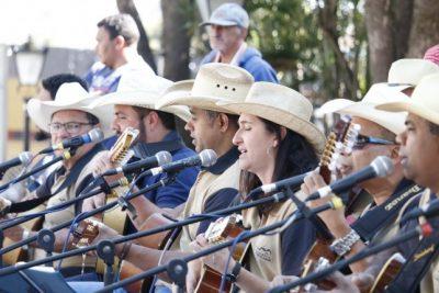 Orquestra Violeiros do Jaguary faz apresentação especial
