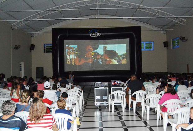 """""""Projeto Cine Céu"""" trouxe a magia do cinema para Pedreira"""