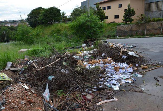 Fiscalização intensifica ação para identificar autores de descarte irregular de lixo e entulho