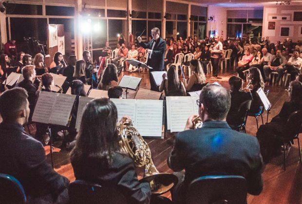 Em noite de homenagens, Banda Lira celebra 110 anos