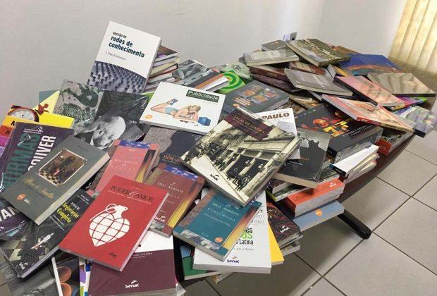 Senac faz doação de livros à Biblioteca Municipal