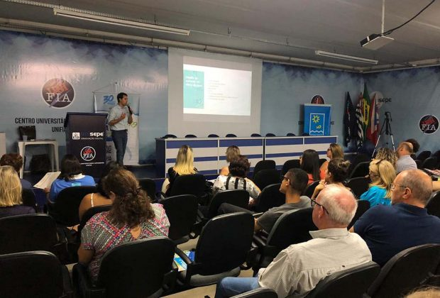 Primeiro Encontro Regional do Projeto Gota D'Água utiliza o celular para a troca de ideias e sugestões