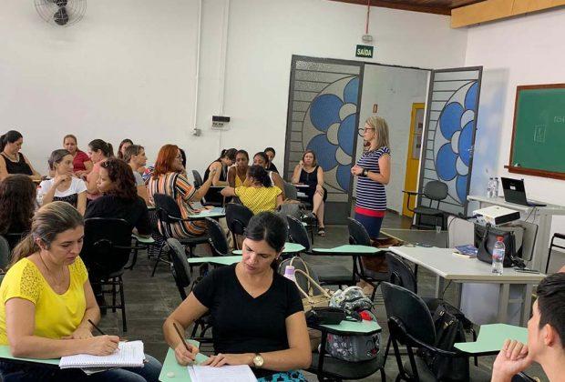 Professores do 1º ano passam por formação no CIC