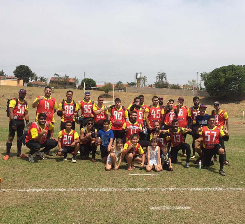 73063cd966daf O futebol americano está bem representado na cidade com a equipe do Snakes