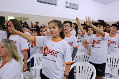 Centenas de jovens holambrenses concluem formação do PROERD