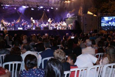 """Orquestra """"Violeiros e Violinos do Jaguary"""" reúne centenas no Parque dos Lagos"""