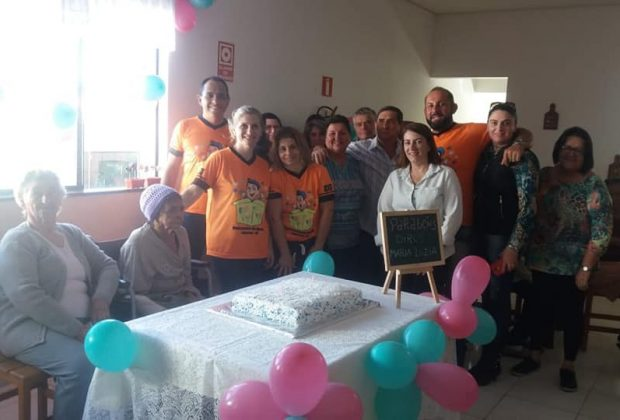Grupo de voluntários é movido pelo objetivo de doar amor e gerar alegria