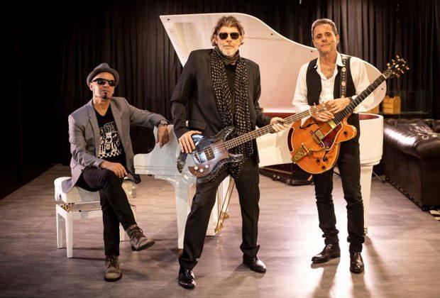 Titãs trio acústico se apresenta em Serra Negra/SP