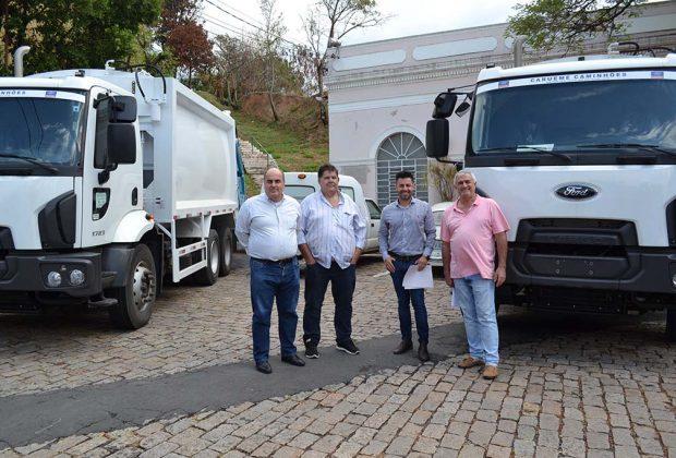 Prefeitura de Pedreira adquire dois novos caminhões coletores de lixo