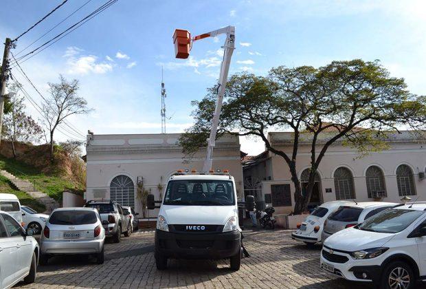 Prefeitura de Pedreira adquire novo Caminhão para manutenção da Iluminação Pública