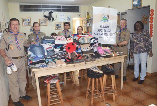 Escoteiros fazem doação de agasalhos ao Fundo Social