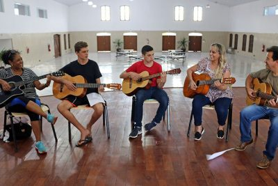 Prefeitura abre novas turmas para oficina cultural de violão