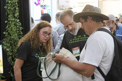 Meio Ambiente leve informações sobre uso do solo a participantes da Hortitec