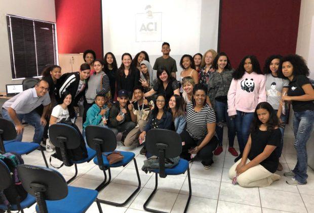 Alunos de curso do CRAS Cruzeiro do Sul visitam sede da Associação Comercial de Jaguariúna