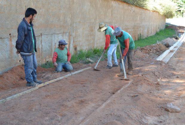 Obras de infraestrutura para pavimentar ruas do Vale Verde em Pedreira