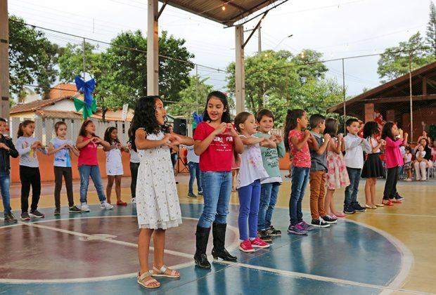 Creches e escolas municipais abrem as portas às famílias com programação especial