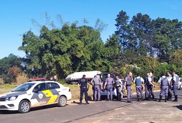 POLÍCIA MUNICIPAL ATUA EM APREENSÃO DE CARGA ROUBADA DE COMBUSTÍVEL