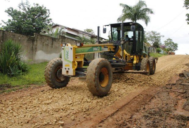 Ação da Prefeitura de Jaguariúna nas estrada rurais melhora escoamento da produção e acesso de estudantes à escola