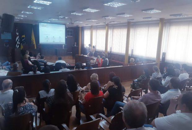 Profissionais da Beleza lotam plenário da Câmara Municipal de Mogi Mirim