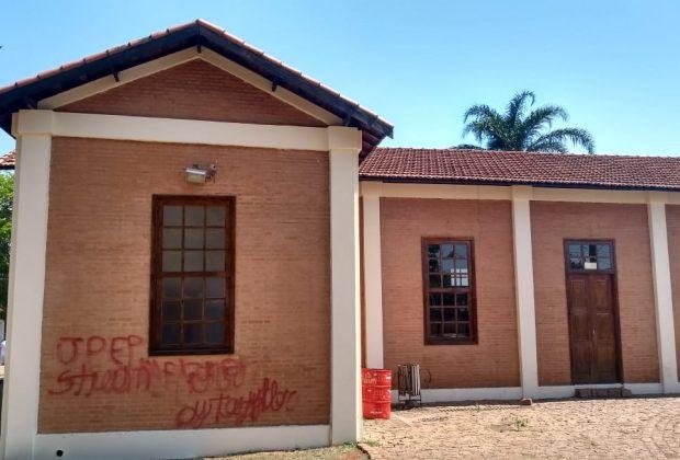 Réplica da Estação Ferroviária sofre ato de vandalismo em Artur Nogueira