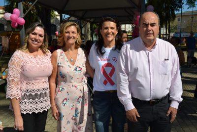 """Secretaria de Saúde promoveu """"Campanha Outubro Rosa"""" na Praça Ângelo Ferrari"""