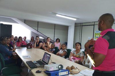 Famílias beneficiados no programa Bolsa família recebem orientações e participam de palestras do Outubro Rosa