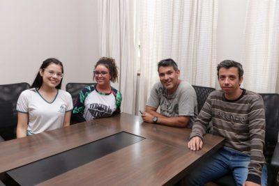 ALUNAS DE ESCOLA ESTADUAL DE JAGUARIÚNA APRESENTAM PROJETO NA 3ª MAIOR FEIRA DE INICIAÇÃO CIENTÍFICA DO BRASIL