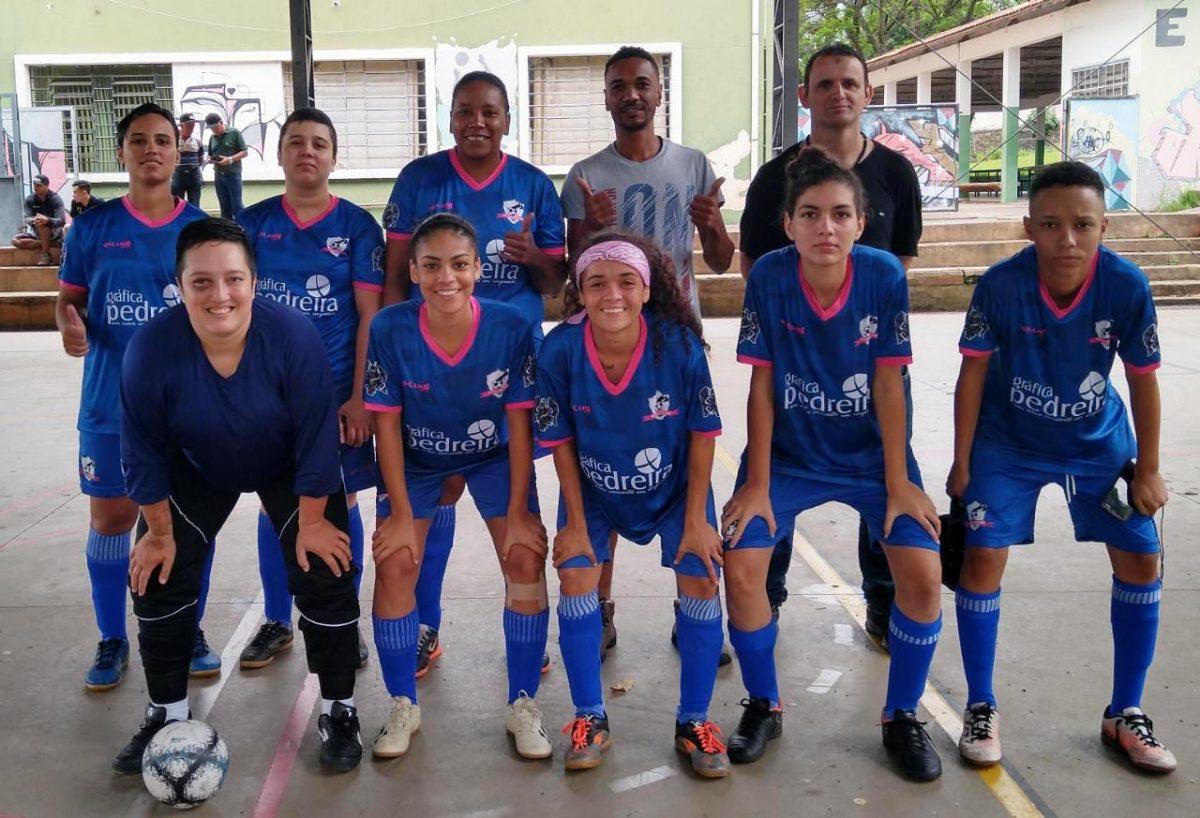 Equipe de Futsal Feminino de Pedreira assegura vaga nas semifinais do Campeonato Regional de Amparo - O Regional
