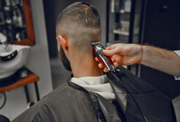 Neste domingo tem corte de cabelo gratuito no Fundão