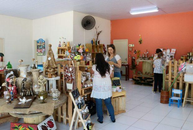 Aniversário de dois anos da Vila do Artesanato é celebrado com feira