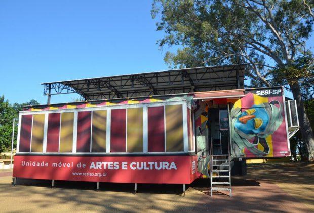 Carreta Cultural atende escolas e público espontâneo