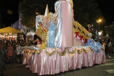 Praça Umbelina Bueno será palco da segunda Parada de Natal neste sábado (21/12), a partir das 19h