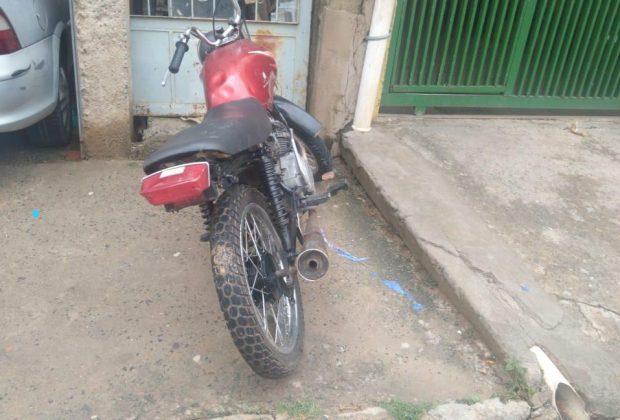 Polícia Municipal apreende moto com numeração suprimida e sem placa