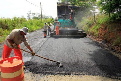 Prefeitura de Jaguariúna executa pavimentação definitiva da estrada que dá acesso ao Bom Jardim, Santo Antônio do Jardim e Floresta.