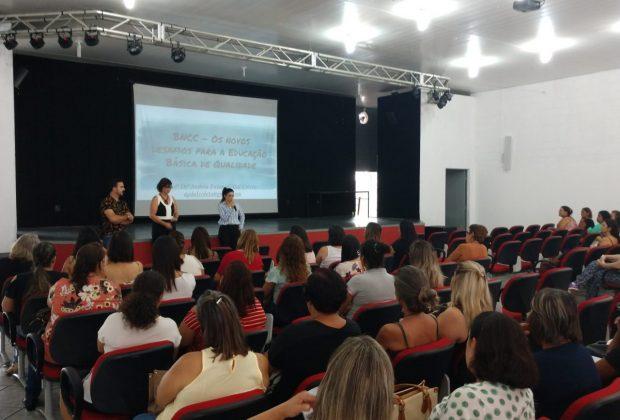 OR – Professores da rede municipal de Estiva Gerbi recebem palestra de boas-vindas