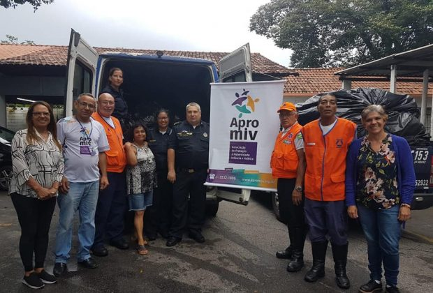 GCM de Amparo entrega doações para as famílias de Betim-MG