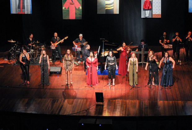 """Público enche teatro do Centro Cultural para o espetáculo """"Elas São Um Show"""""""