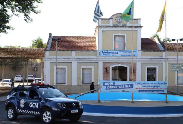 Drive Vacina começa para idosos e profissionais da saúde em Mogi Mirim