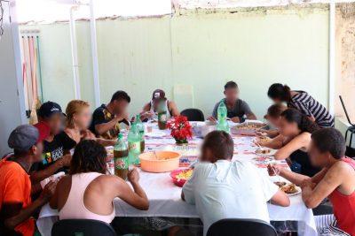 Promoção Social fecha parceria e oferece almoço e banho para pessoas em situação de rua