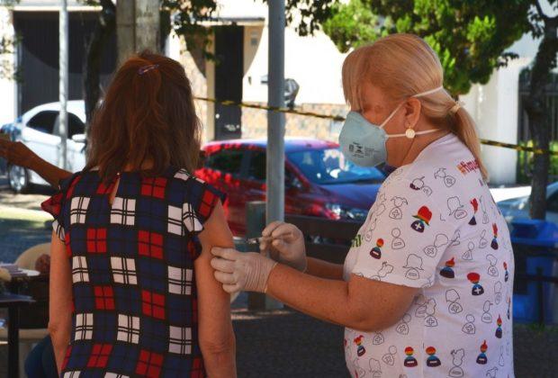 Primeiro lote de vacina de gripe para idosos esgota em poucas horas