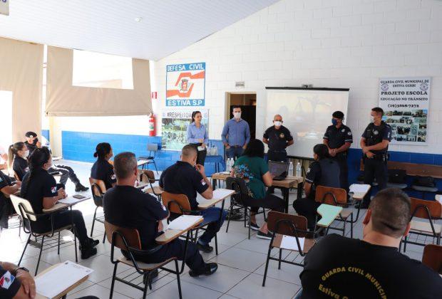 GCMs de Jaguariúna fazem palestra em Estiva Gerbi sobre combate à violência contra a mulher