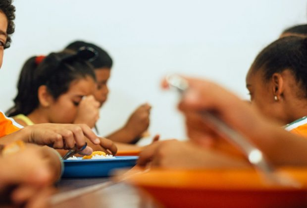 Prefeitura entrega kit de alimentação escolar à Rede Municipal a partir deste mês