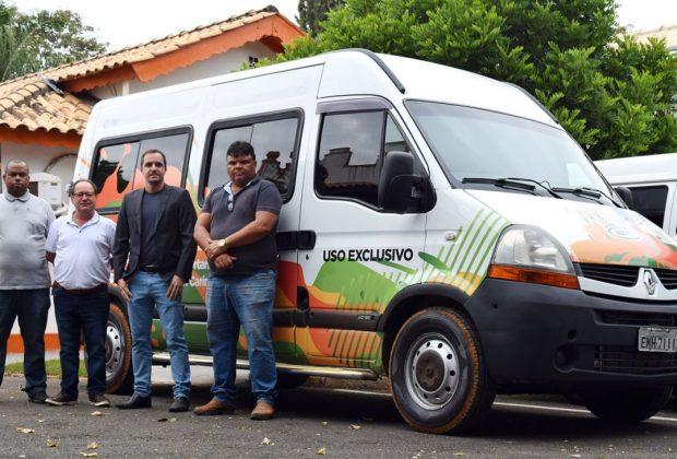 Com recursos do duodécimo da Câmara, Naott ganha van para transporte de assistidos