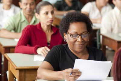 Inscrição e rematrícula para Educação de Jovens e Adultos do Ensino Fundamental podem ser realizadas