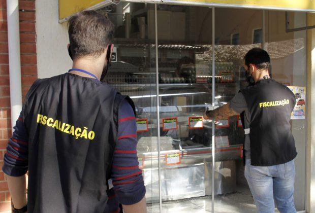 Operação de fiscalização fecha peixaria no centro de Jaguariúna