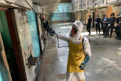 Estado de SP mantém uso obrigatório de máscara em presídios