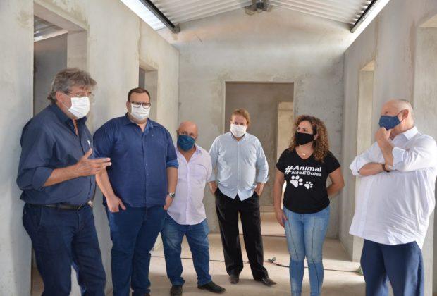 Autoridades visitam obras do CAAMI