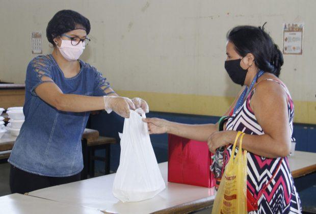 Programa Minha Merenda em Casa já entregou quase 200 mil marmitex e 24 mil kits de legumes e frutas