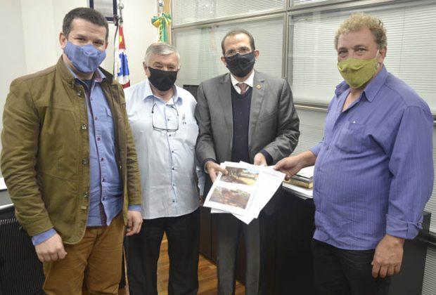 Vereadores de Amparo reivindicam a conclusão das obras na SP-095